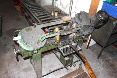 Wells 5-M-42 Horizontal Metal Cutting Bandsaw with Clamping Fixture & Conveyor System