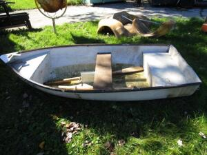 8' Row Boat with Oars