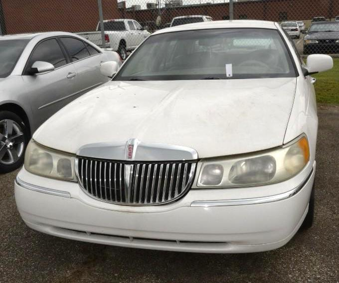 2001 White Lincoln Town Car 196 000 Miles Executive Series Leather