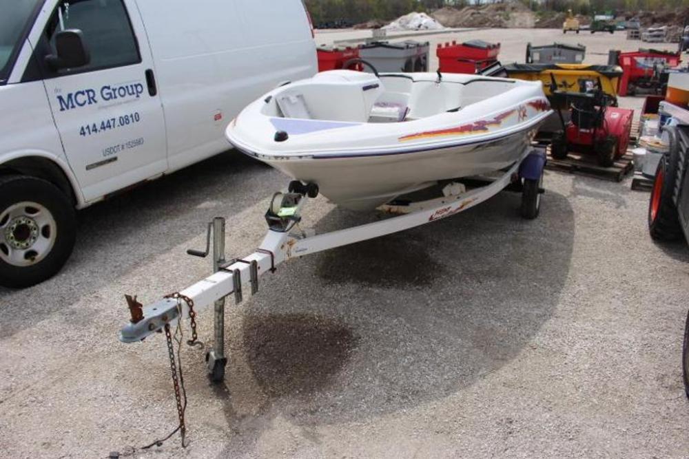 1996 Yamaha Sugar Sand Jet Boat, VIN: 1NH0373E696, 120 HP
