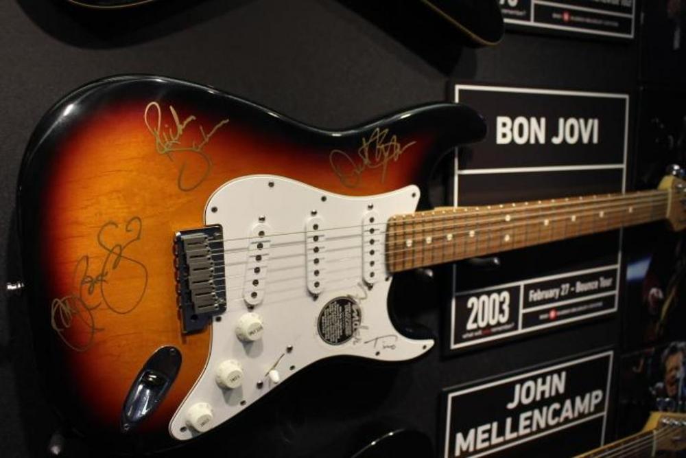 bon jovi guitar autographed 2003 bounce tour concert fender stratocaster with case sn. Black Bedroom Furniture Sets. Home Design Ideas