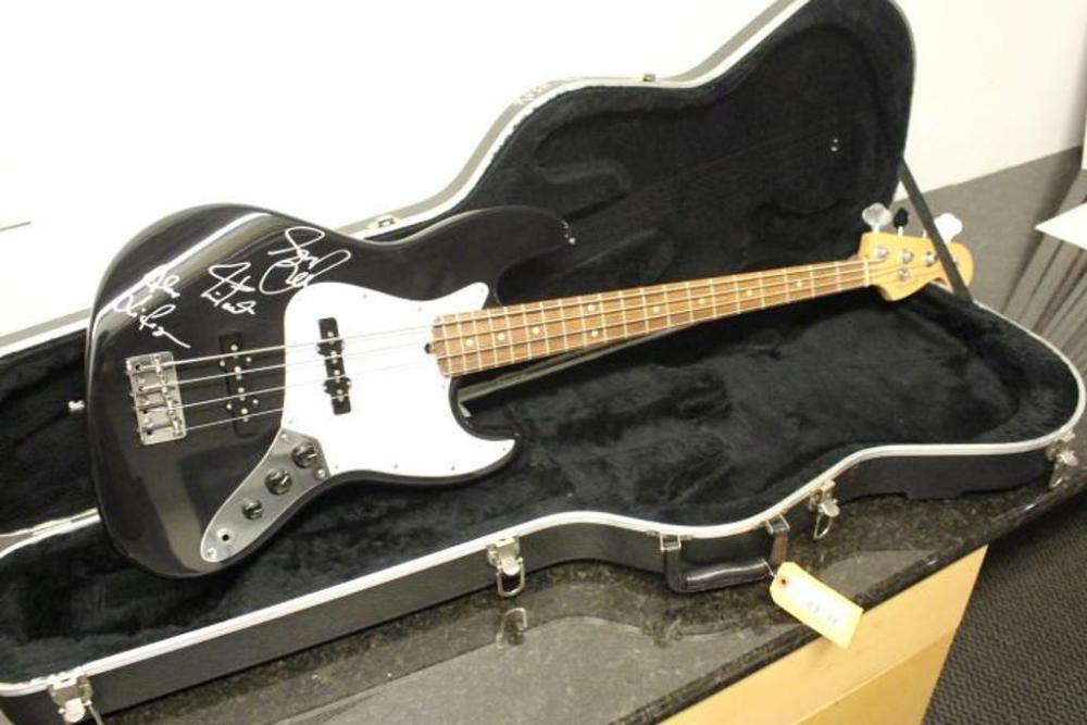 rush bass guitar autographed 1996 rebuilt fender jazz n6124888 current price 8650. Black Bedroom Furniture Sets. Home Design Ideas